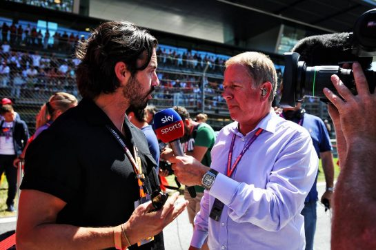 Milo Ventimiglia (USA) Actor on the grid with Martin Brundle (GBR) Sky Sports Commentator.