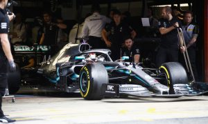 Hamilton: Lighter F1 cars could help drivers 'fight harder'