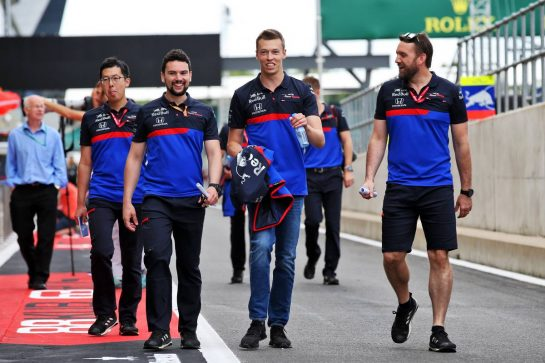 Daniil Kvyat (RUS) Scuderia Toro Rosso walks the circuit with the team. 11.07.2019. Formula 1 World Championship, Rd 10, British Grand Prix, Silverstone, England, Preparation Day. - www.xpbimages.com, EMail: requests@xpbimages.com - copy of publication required for printed pictures. Every used picture is fee-liable. © Copyright: Batchelor / XPB Images