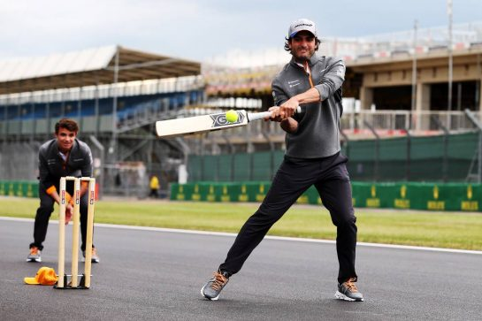 Carlos Sainz Jr (ESP) McLaren plays cricket. 11.07.2019. Formula 1 World Championship, Rd 10, British Grand Prix, Silverstone, England, Preparation Day. - www.xpbimages.com, EMail: requests@xpbimages.com - copy of publication required for printed pictures. Every used picture is fee-liable. © Copyright: Moy / XPB Images