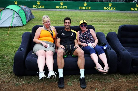 Daniel Ricciardo (AUS) Renault F1 Team with fans. 11.07.2019. Formula 1 World Championship, Rd 10, British Grand Prix, Silverstone, England, Preparation Day. - www.xpbimages.com, EMail: requests@xpbimages.com - copy of publication required for printed pictures. Every used picture is fee-liable. © Copyright: Moy / XPB Images