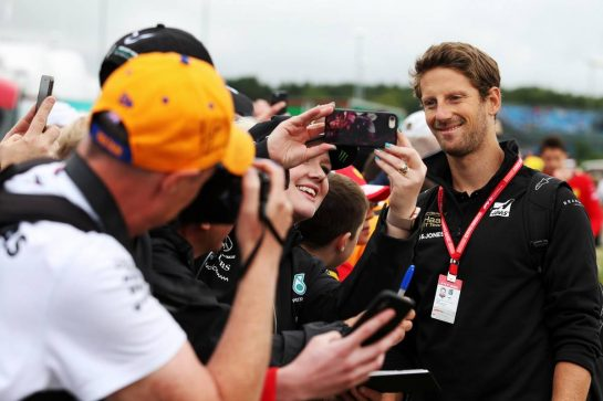 Romain Grosjean (FRA) Haas F1 Team with fans.