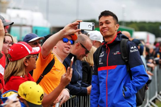 Alexander Albon (THA) Scuderia Toro Rosso with fans.