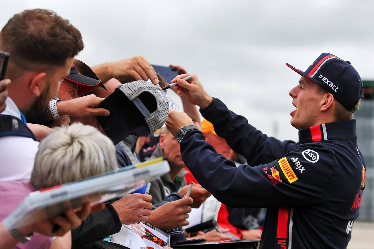 Max Verstappen (NLD) Red Bull Racing signs autographs for the fans.