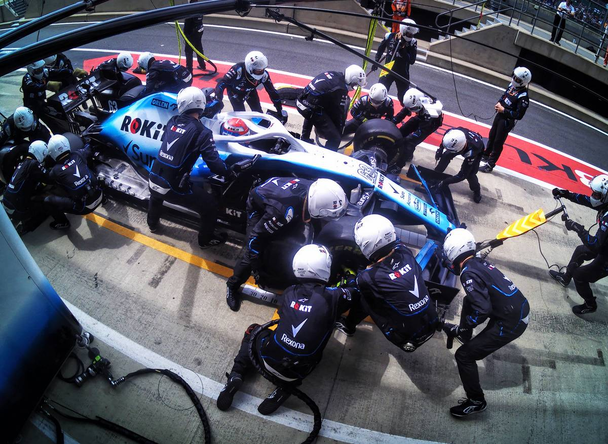 George Russell (GBR) Williams Racing FW42 makes a pit stop.
