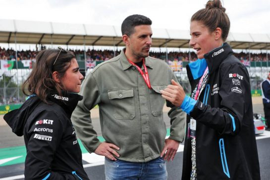 (L to R): Jamie Chadwick (GBR) Williams Racing Development Driver with Marc Harris (GBR) and Johanna Konta (GBR) Tennis Player on the grid.