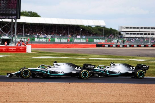 Valtteri Bottas (FIN) Mercedes AMG F1 W10 and Lewis Hamilton (GBR) Mercedes AMG F1 W10 battle for the lead of the race.