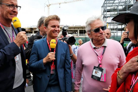 Nico Rosberg (GER) with Michael Douglas (USA) Actor and Catherine Zeta-Jones (GBR) Actress on the grid.