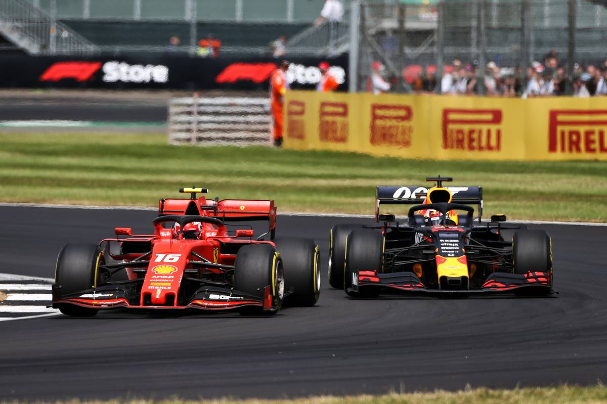 Charles Leclerc (MON) Ferrari SF90 and Max Verstappen (NLD) Red Bull Racing RB15 battle for position.
