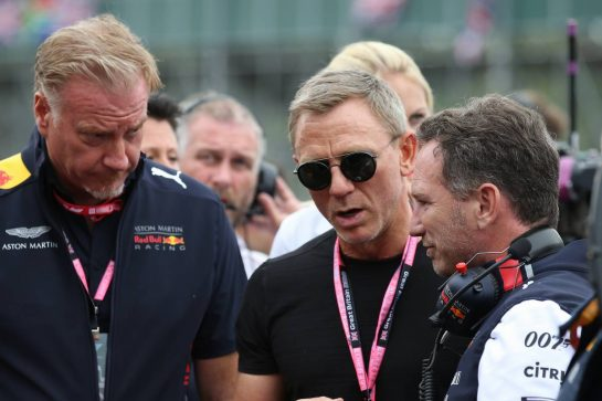 Daniel Craig (GBR), Actor (007 James Bond) with Christian Horner (GBR) Red Bull Racing Team Principal 