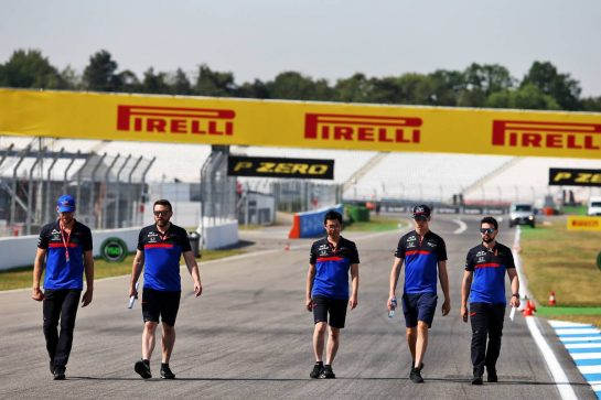 Daniil Kvyat (RUS) Scuderia Toro Rosso walks the circuit with the team. 25.07.2019. Formula 1 World Championship, Rd 11, German Grand Prix, Hockenheim, Germany, Preparation Day. - www.xpbimages.com, EMail: requests@xpbimages.com - copy of publication required for printed pictures. Every used picture is fee-liable. © Copyright: Moy / XPB Images