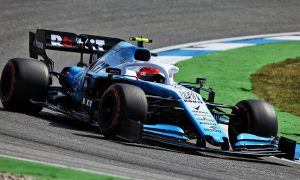 Damaged parts force Williams to change Kubica's chassis