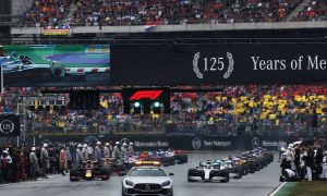 Lewis Hamilton (GBR) Mercedes AMG F1 W10 leads behind the FIA Safety Car