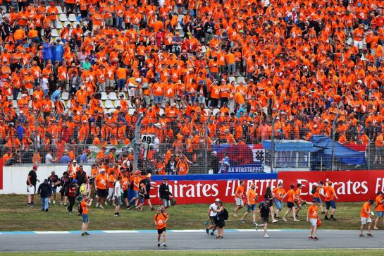 Fans invade the circuit at the end of the race. 28.07.2019. Formula 1 World Championship, Rd 11, German Grand Prix, Hockenheim, Germany, Race Day. - www.xpbimages.com, EMail: requests@xpbimages.com - copy of publication required for printed pictures. Every used picture is fee-liable. © Copyright: Moy / XPB Images