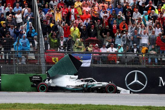 Lewis Hamilton (GBR) Mercedes AMG F1 W10 runs wide and crashes into the barrier. 28.07.2019. Formula 1 World Championship, Rd 11, German Grand Prix, Hockenheim, Germany, Race Day. - www.xpbimages.com, EMail: requests@xpbimages.com - copy of publication required for printed pictures. Every used picture is fee-liable. © Copyright: Photo4 / XPB Images
