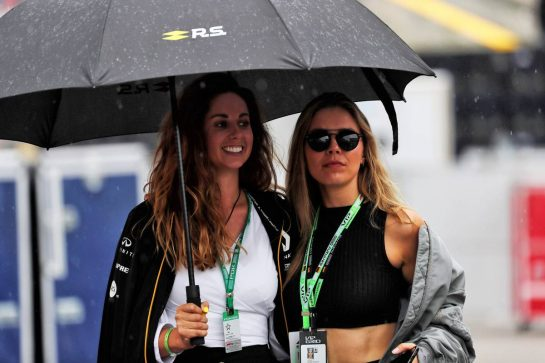Victoria Swarovski (AUT) (Right) Singer. 28.07.2019. Formula 1 World Championship, Rd 11, German Grand Prix, Hockenheim, Germany, Race Day. - www.xpbimages.com, EMail: requests@xpbimages.com - copy of publication required for printed pictures. Every used picture is fee-liable. © Copyright: Photo4 / XPB Images