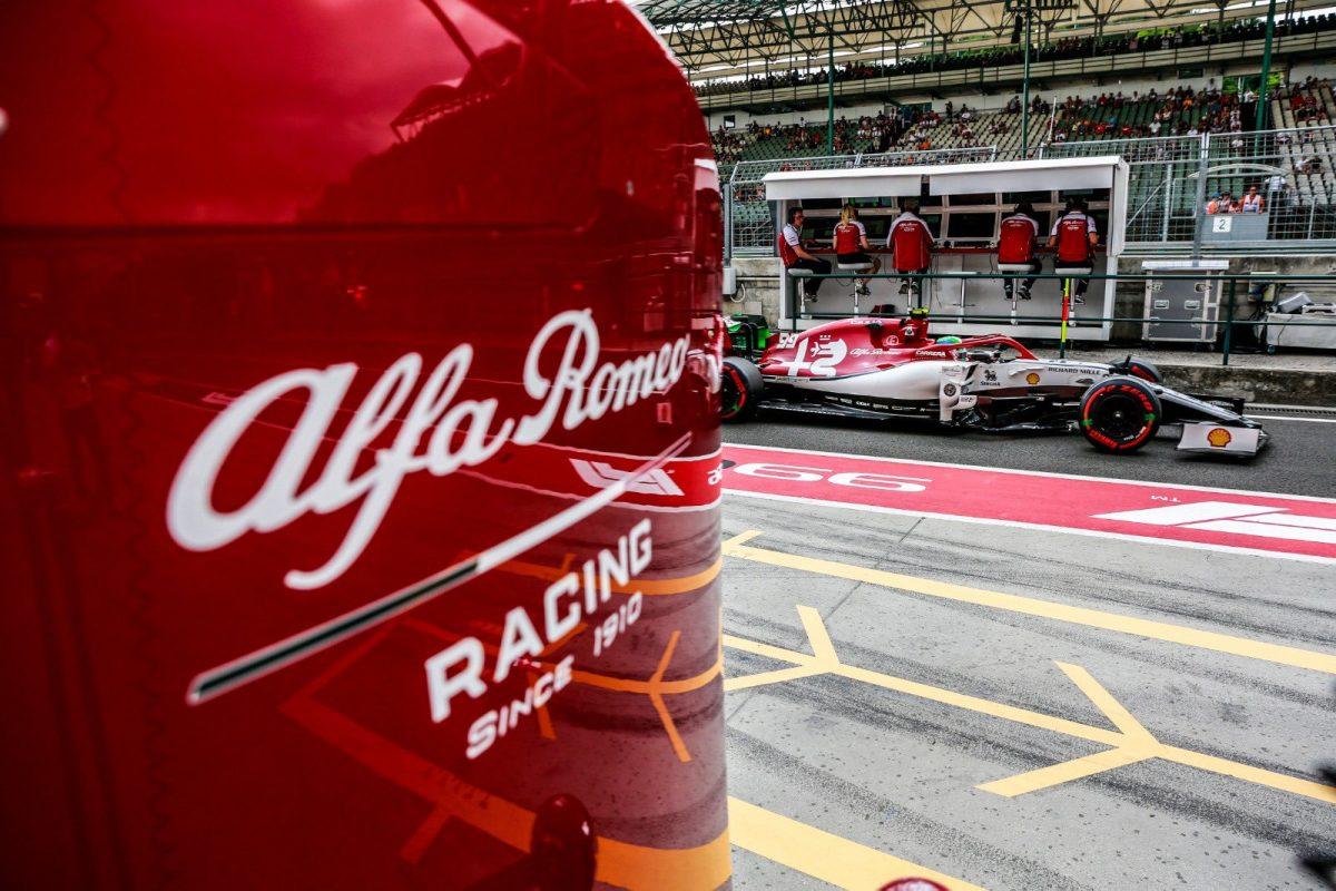 Alfa Romeo pit lane signage