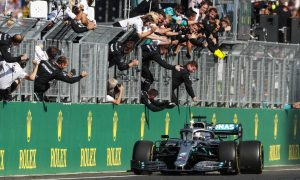 Hamilton hunts down Verstappen to win thrilling duel