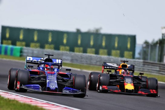 Daniil Kvyat (RUS) Scuderia Toro Rosso STR14 and Max Verstappen (NLD) Red Bull Racing RB15.