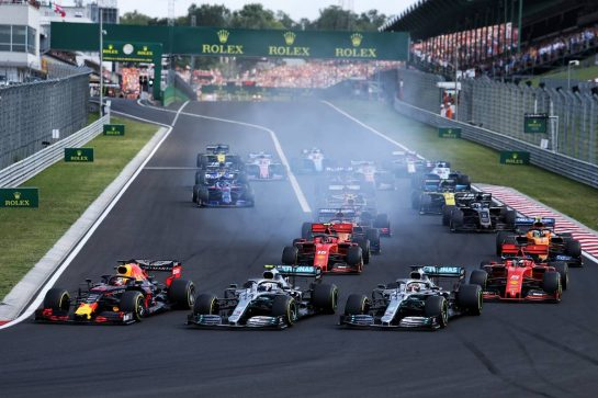 (L to R): Max Verstappen (NLD) Red Bull Racing RB15, Valtteri Bottas (FIN) Mercedes AMG F1 W10, and Lewis Hamilton (GBR) Mercedes AMG F1 W10, at the start of the race.