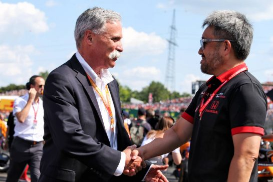 (L to R): Chase Carey (USA) Formula One Group Chairman with Toyoharu Tanabe (JPN) Honda Racing F1 Technical Director on the grid.