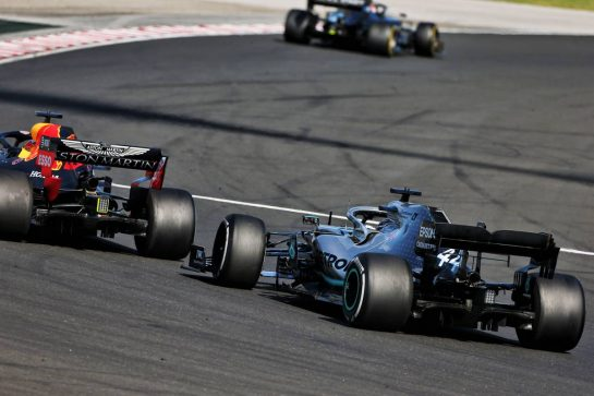 Max Verstappen (NLD) Red Bull Racing RB15 and Lewis Hamilton (GBR) Mercedes AMG F1 W10 battle for the lead of the race.