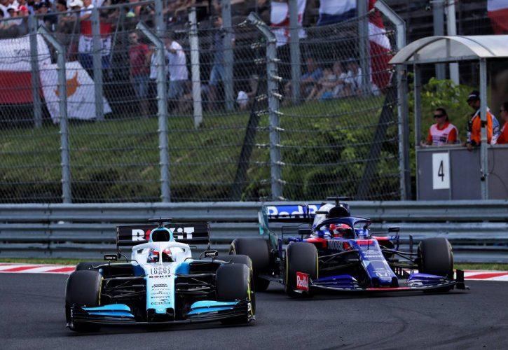 George Russell (GBR) Williams Racing FW42 and Daniil Kvyat (RUS) Scuderia Toro Rosso STR14.