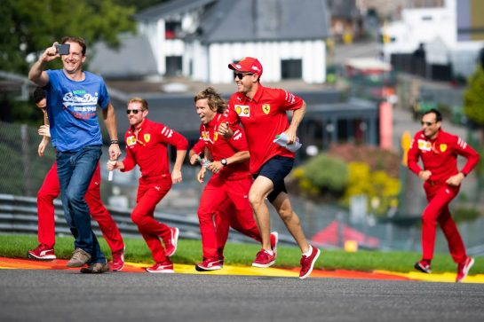 Sebastian Vettel (GER) Ferrari runs up Eau Rouge with the team. 29.08.2019. Formula 1 World Championship, Rd 13, Belgian Grand Prix, Spa Francorchamps, Belgium, Preparation Day. - www.xpbimages.com, EMail: requests@xpbimages.com - copy of publication required for printed pictures. Every used picture is fee-liable. © Copyright: Price / XPB Images