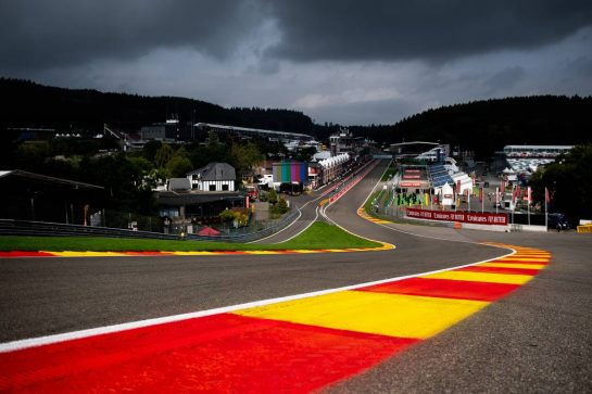 Circuit atmosphere - Eau Rouge.