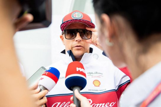 Kimi Raikkonen (FIN) Alfa Romeo Racing with the media.