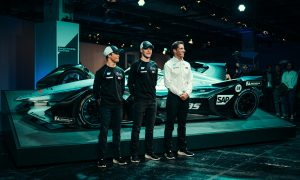 Vandoorne and de Vries lead Mercedes' electric charge