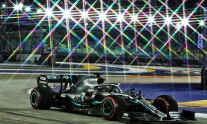 Hamilton takes command in FP2 at Marina Bay