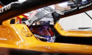 Sainz: Not worth fighting Albon with 'fast' Perez behind