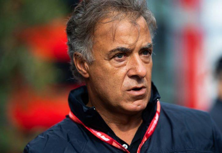 Sainz refutes number two status in Ferrari contract