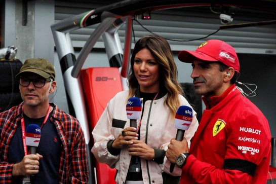 (L to R): Jacques Villeneuve (CDN) with Federica Masolin (ITA) Sky F1 Italia Presenter and Marc Gene (ESP) Ferrari Test Driver.