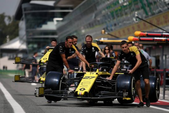 Renault F1 Team 05.09.2019. Formula 1 World Championship, Rd 14, Italian Grand Prix, Monza, Italy, Preparation Day.- www.xpbimages.com, EMail: requests@xpbimages.com - copy of publication required for printed pictures. Every used picture is fee-liable. © Copyright: Charniaux / XPB Images