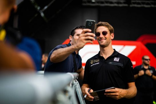 Romain Grosjean (FRA) Haas F1 Team with fans. 05.09.2019. Formula 1 World Championship, Rd 14, Italian Grand Prix, Monza, Italy, Preparation Day.  - www.xpbimages.com, EMail: requests@xpbimages.com - copy of publication required for printed pictures. Every used picture is fee-liable. © Copyright: Filipe / XPB Images