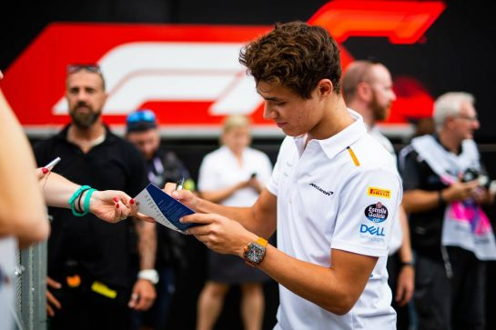 Lando Norris (GBR) McLaren signs autographs for the fans. 05.09.2019. Formula 1 World Championship, Rd 14, Italian Grand Prix, Monza, Italy, Preparation Day.  - www.xpbimages.com, EMail: requests@xpbimages.com - copy of publication required for printed pictures. Every used picture is fee-liable. © Copyright: Filipe / XPB Images