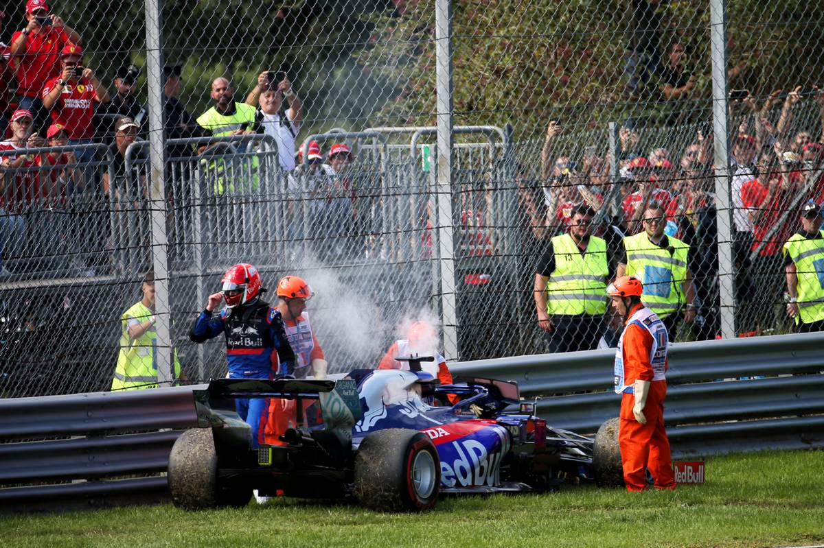 Daniil Kvyat (RUS) Scuderia Toro Rosso STR14 retired from the race.