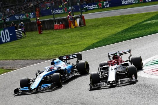 George Russell (GBR) Williams Racing FW42 and Kimi Raikkonen (FIN) Alfa Romeo Racing C38 battle for position.