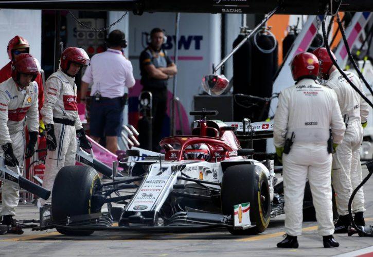 Kimi Raikkonen (FIN), Alfa Romeo Racing during pitstop