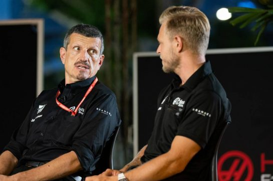 (L to R): Guenther Steiner (ITA) Haas F1 Team Prinicipal and Kevin Magnussen (DEN) Haas F1 Team.
