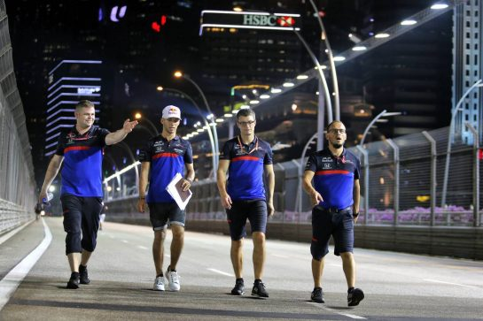 Pierre Gasly (FRA) Scuderia Toro Rosso walks the circuit with the team.