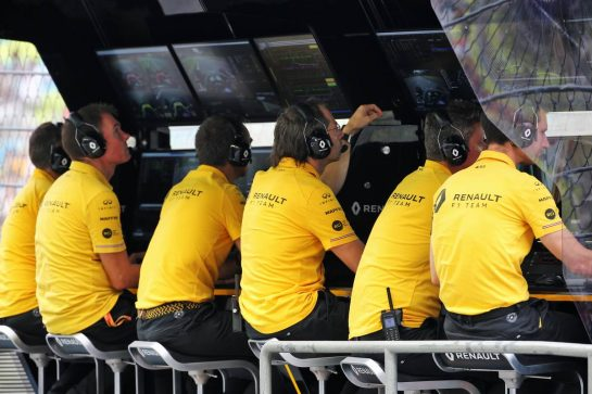Renault F1 Team pit gantry. 20.09.2019. Formula 1 World Championship, Rd 15, Singapore Grand Prix, Marina Bay Street Circuit, Singapore, Practice Day. - www.xpbimages.com, EMail: requests@xpbimages.com - copy of publication required for printed pictures. Every used picture is fee-liable. © Copyright: Batchelor / XPB Images