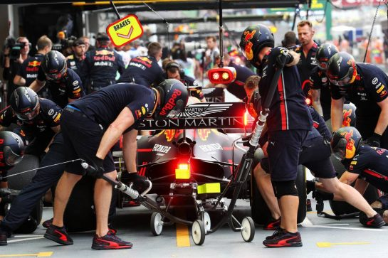 Alexander Albon (THA) Red Bull Racing RB15 practices a pit stop. 20.09.2019. Formula 1 World Championship, Rd 15, Singapore Grand Prix, Marina Bay Street Circuit, Singapore, Practice Day. - www.xpbimages.com, EMail: requests@xpbimages.com - copy of publication required for printed pictures. Every used picture is fee-liable. © Copyright: Batchelor / XPB Images