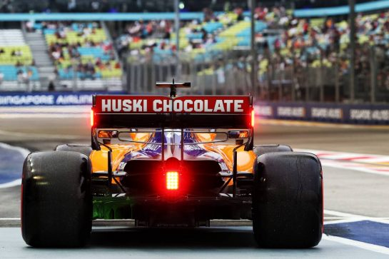 Carlos Sainz Jr (ESP) McLaren MCL34. 20.09.2019. Formula 1 World Championship, Rd 15, Singapore Grand Prix, Marina Bay Street Circuit, Singapore, Practice Day. - www.xpbimages.com, EMail: requests@xpbimages.com - copy of publication required for printed pictures. Every used picture is fee-liable. © Copyright: Batchelor / XPB Images