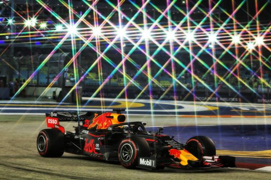 Max Verstappen (NLD) Red Bull Racing RB15. 20.09.2019. Formula 1 World Championship, Rd 15, Singapore Grand Prix, Marina Bay Street Circuit, Singapore, Practice Day. - www.xpbimages.com, EMail: requests@xpbimages.com - copy of publication required for printed pictures. Every used picture is fee-liable. © Copyright: Moy / XPB Images