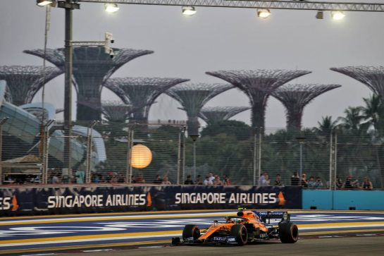 Lando Norris (GBR) McLaren MCL34. 21.09.2019. Formula 1 World Championship, Rd 15, Singapore Grand Prix, Marina Bay Street Circuit, Singapore, Qualifying Day. - www.xpbimages.com, EMail: requests@xpbimages.com - copy of publication required for printed pictures. Every used picture is fee-liable. © Copyright: Batchelor / XPB Images