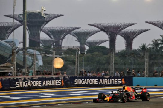 Max Verstappen (NLD) Red Bull Racing RB15. 21.09.2019. Formula 1 World Championship, Rd 15, Singapore Grand Prix, Marina Bay Street Circuit, Singapore, Qualifying Day. - www.xpbimages.com, EMail: requests@xpbimages.com - copy of publication required for printed pictures. Every used picture is fee-liable. © Copyright: Batchelor / XPB Images