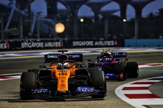 Carlos Sainz Jr (ESP) McLaren MCL34. 21.09.2019. Formula 1 World Championship, Rd 15, Singapore Grand Prix, Marina Bay Street Circuit, Singapore, Qualifying Day. - www.xpbimages.com, EMail: requests@xpbimages.com - copy of publication required for printed pictures. Every used picture is fee-liable. © Copyright: Batchelor / XPB Images